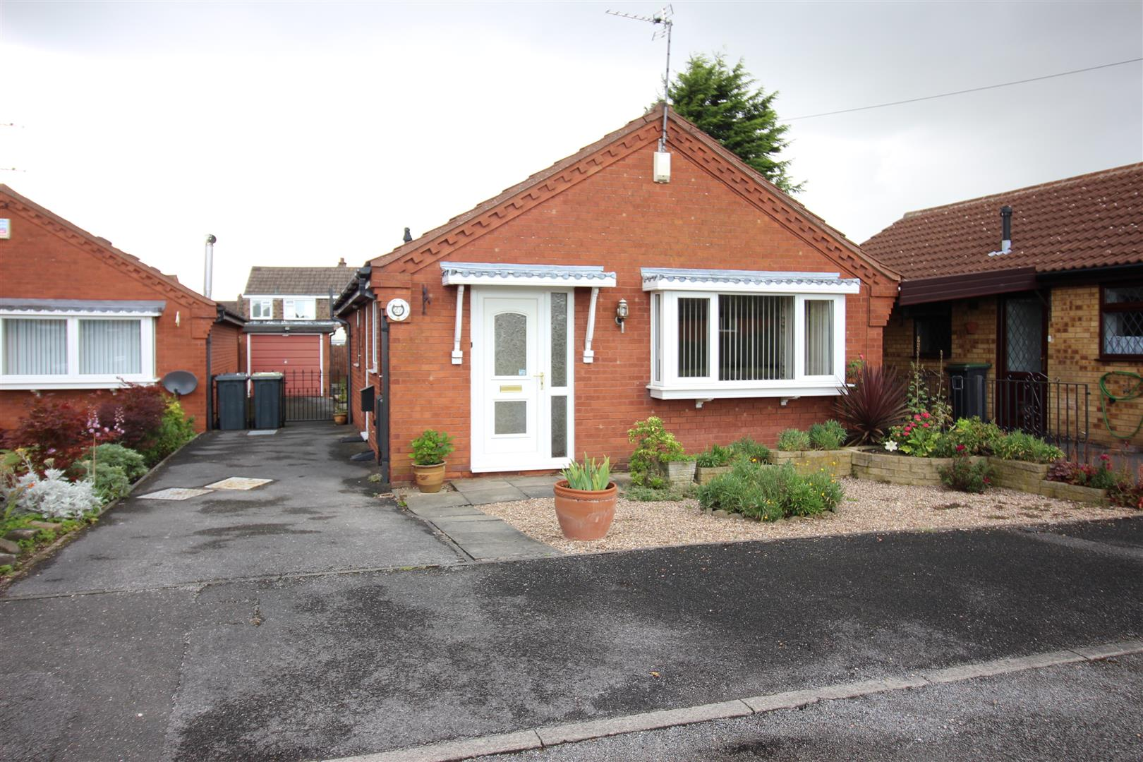 2 Bedrooms Bungalow for sale in Winterbourne Drive, Stapleford